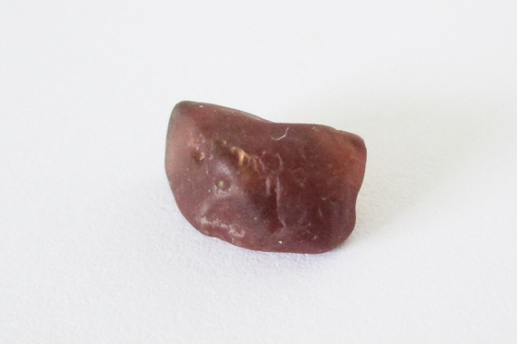 Red spinel rough solitaire 5.10cts