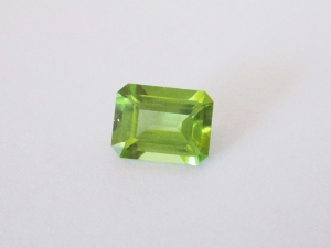 Chinese peridot emerald cut 9x7mm 2.30cts